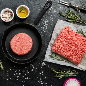 Raw mince with herbs and oils